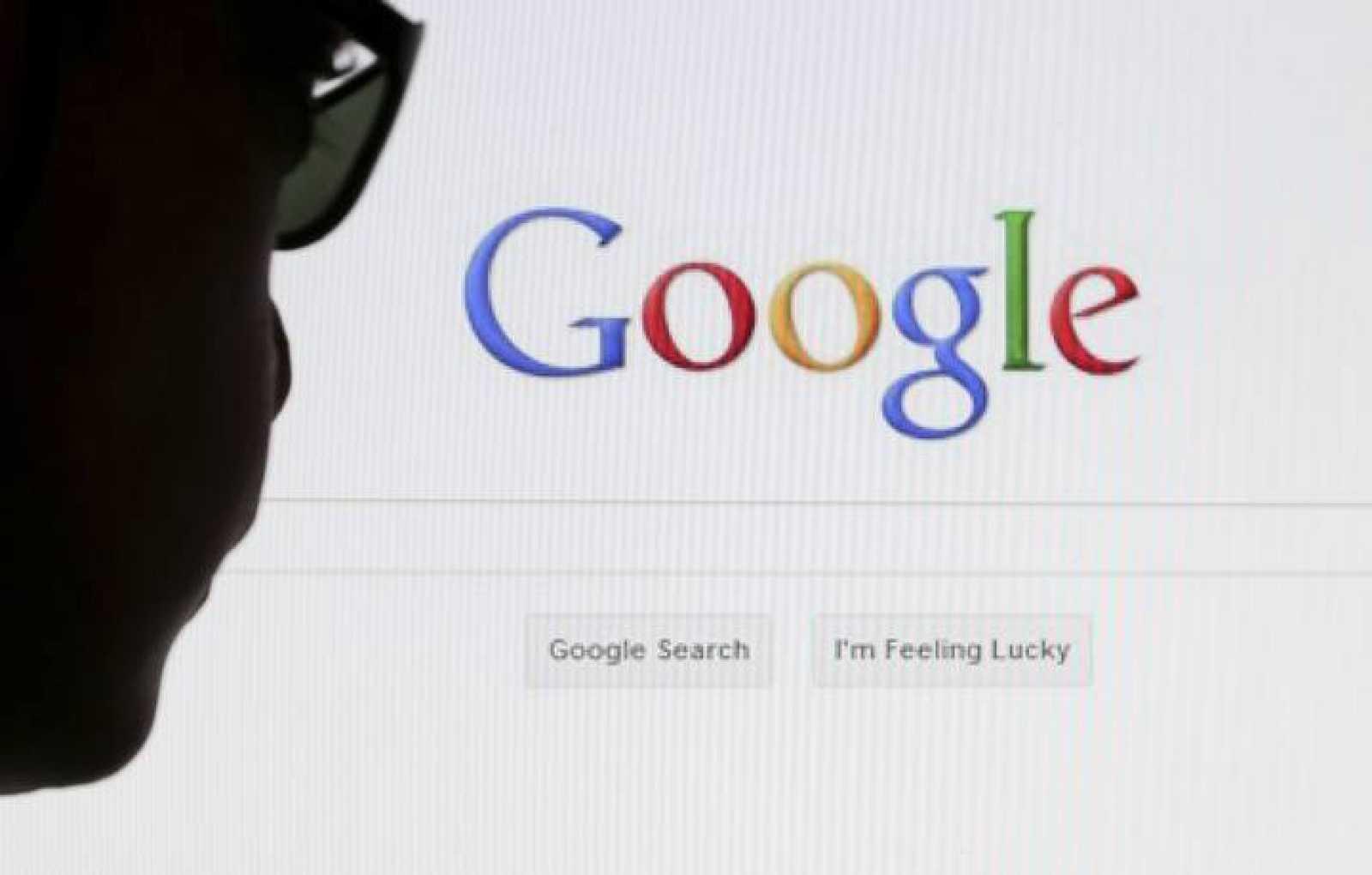 Un internauta usa el buscador de Google