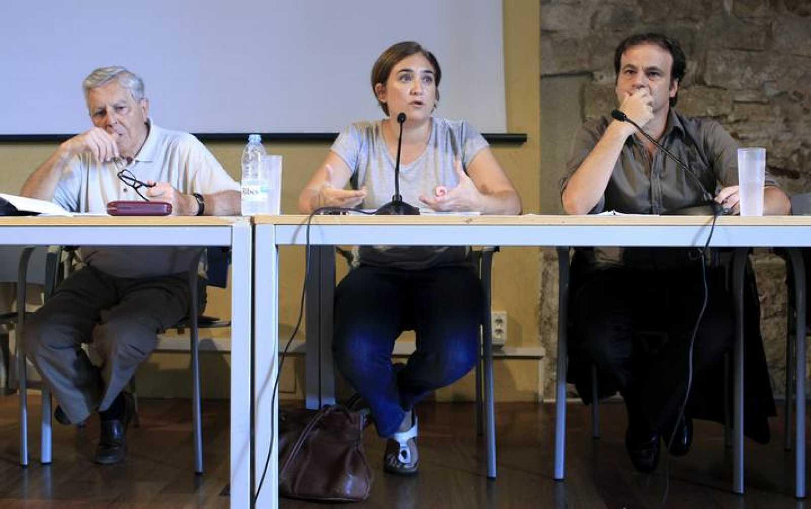La portavoz de Guanyem, Ada Colau, el exfiscal Carlos Jiménez Villarejo (i) y el abogado Asens.
