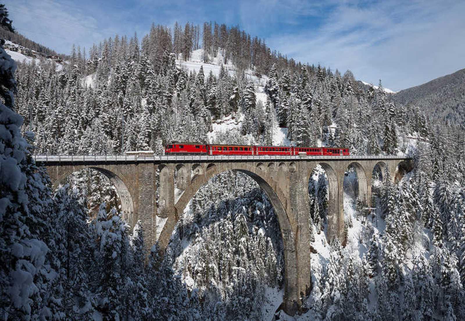 Fotografía ganadora a nivel internacional en la edición de 2013 de Wiki Loves Monuments. Viaducto de Wiesen, Suiza.