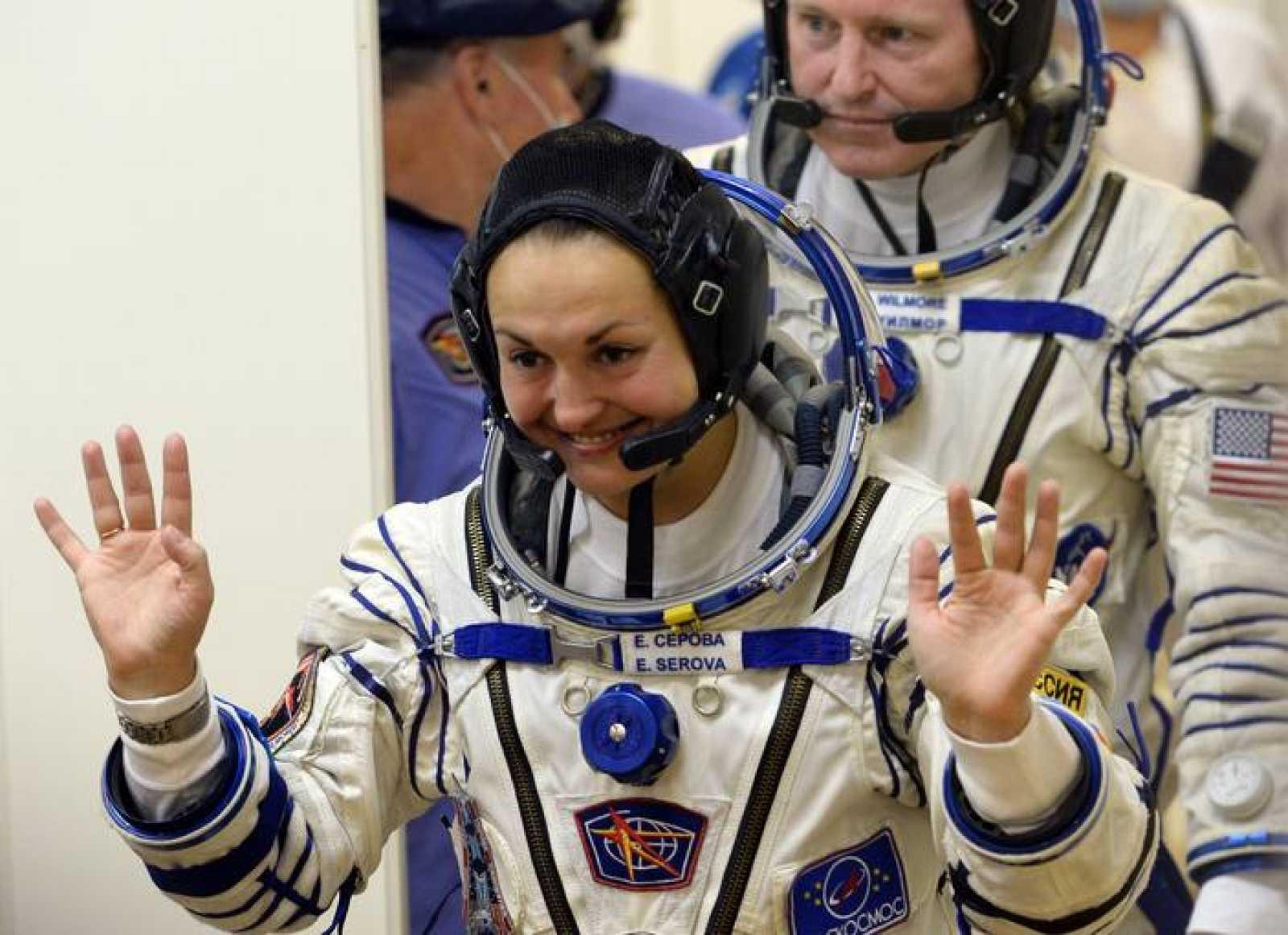 La cosmonauta rusa Yelena Serova durante la prueba de su traje espacial.