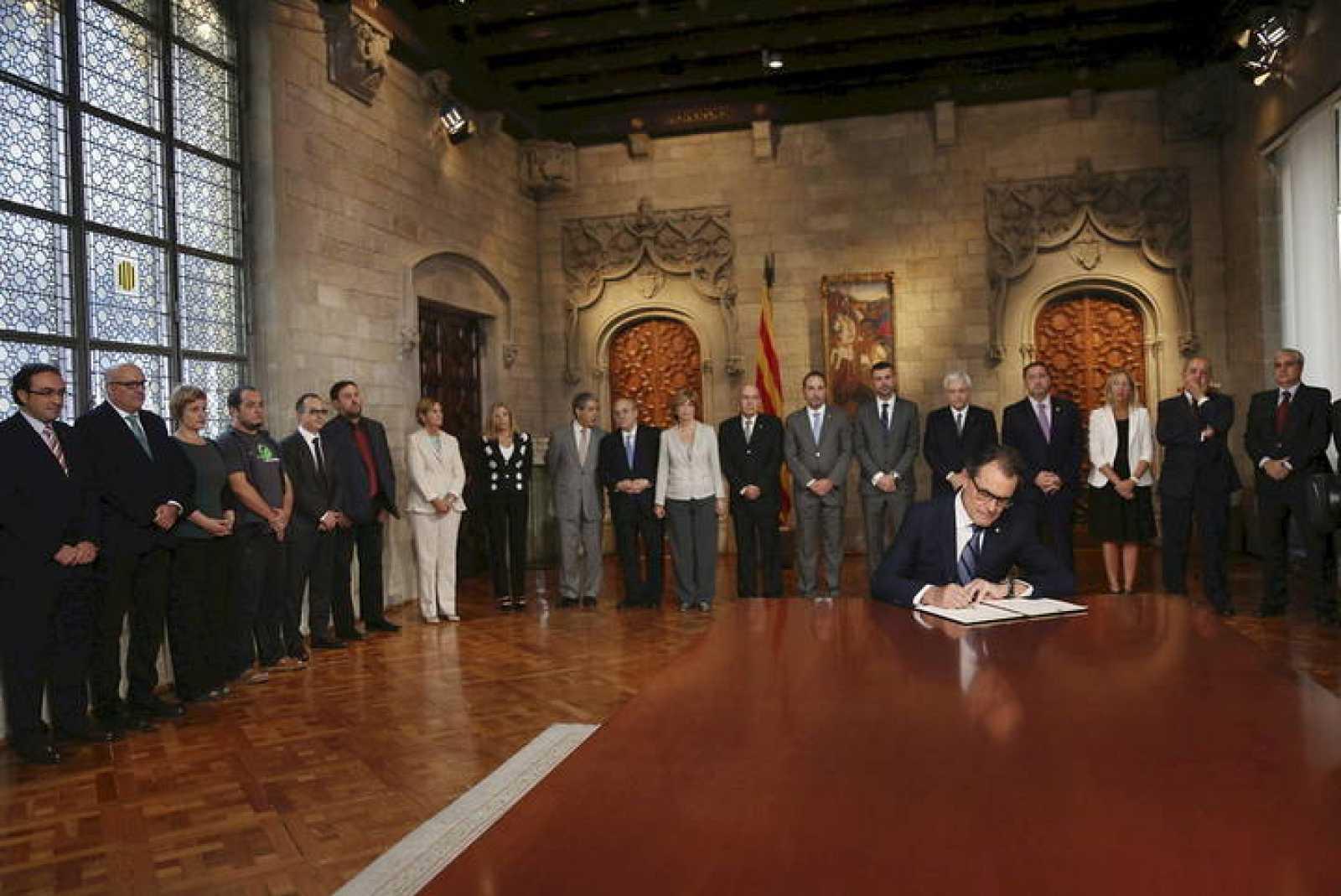 Artur Mas firma el decreto de convocatoria de la consulta del 9N