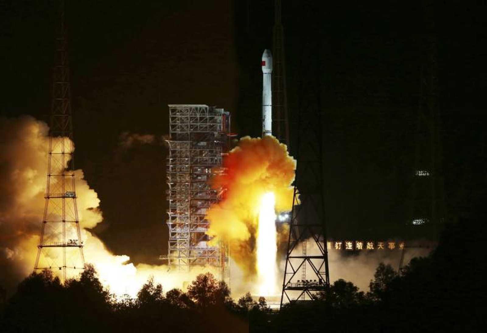 Lanzamiento de la sonda china lunar desde el Centro de Lanzamiento de Satélites de Xichang