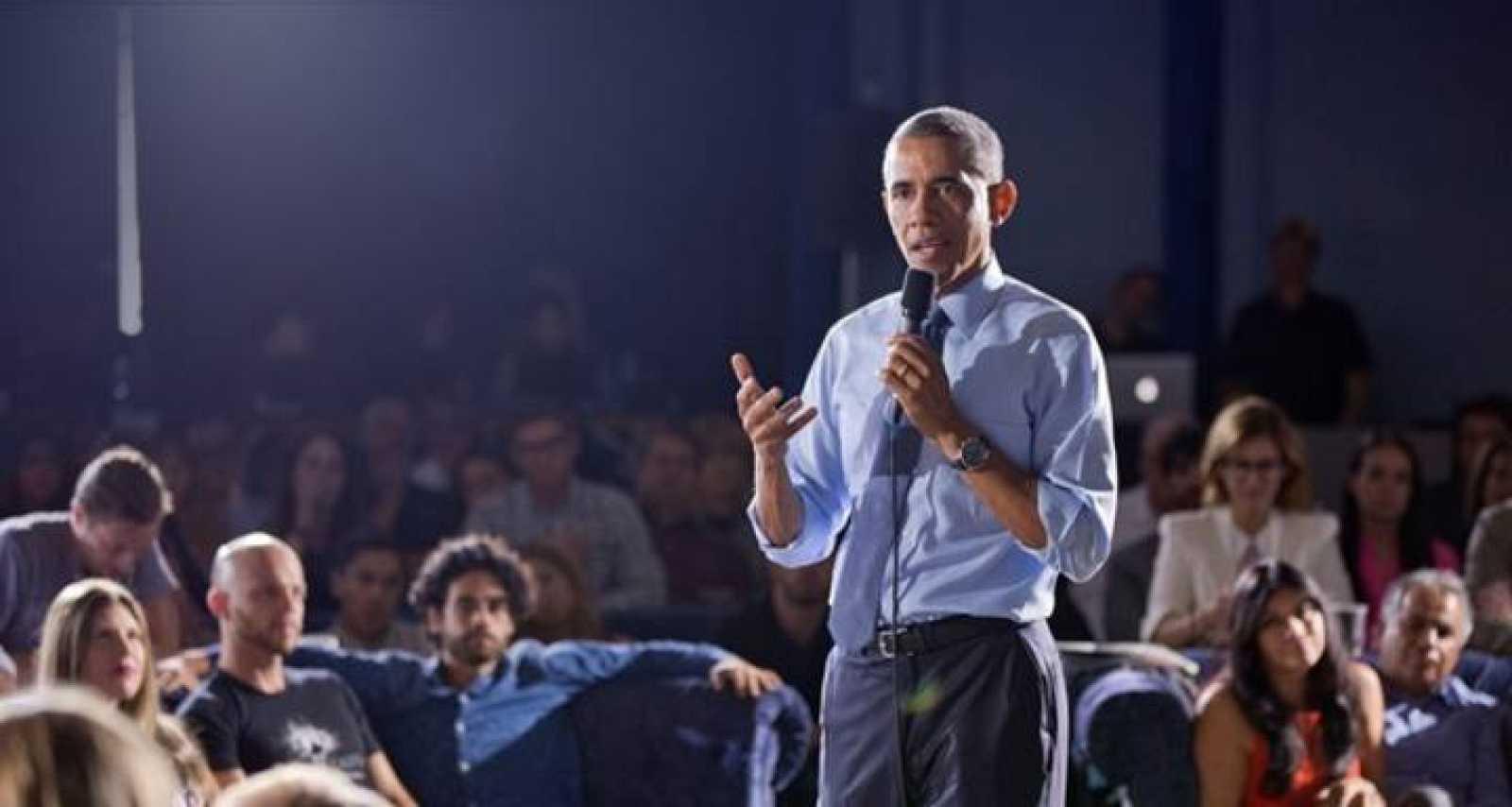 Barack Obama pronunciando un discurso.