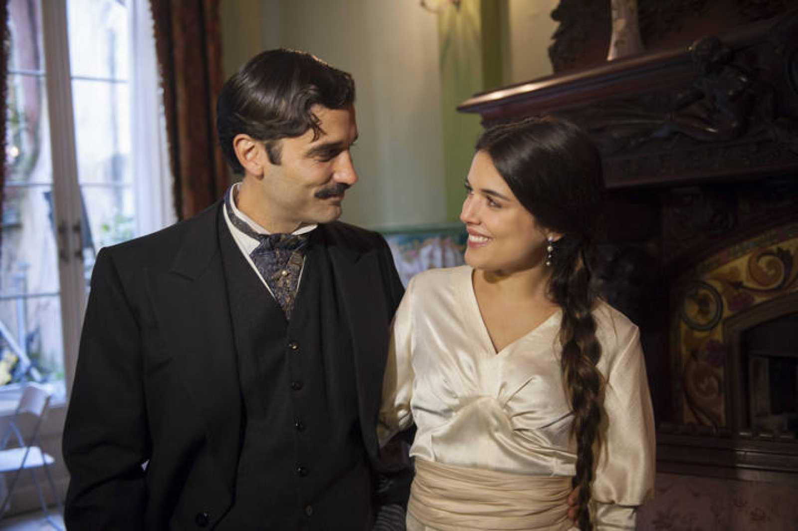 Álex García y Adriana Ugarte