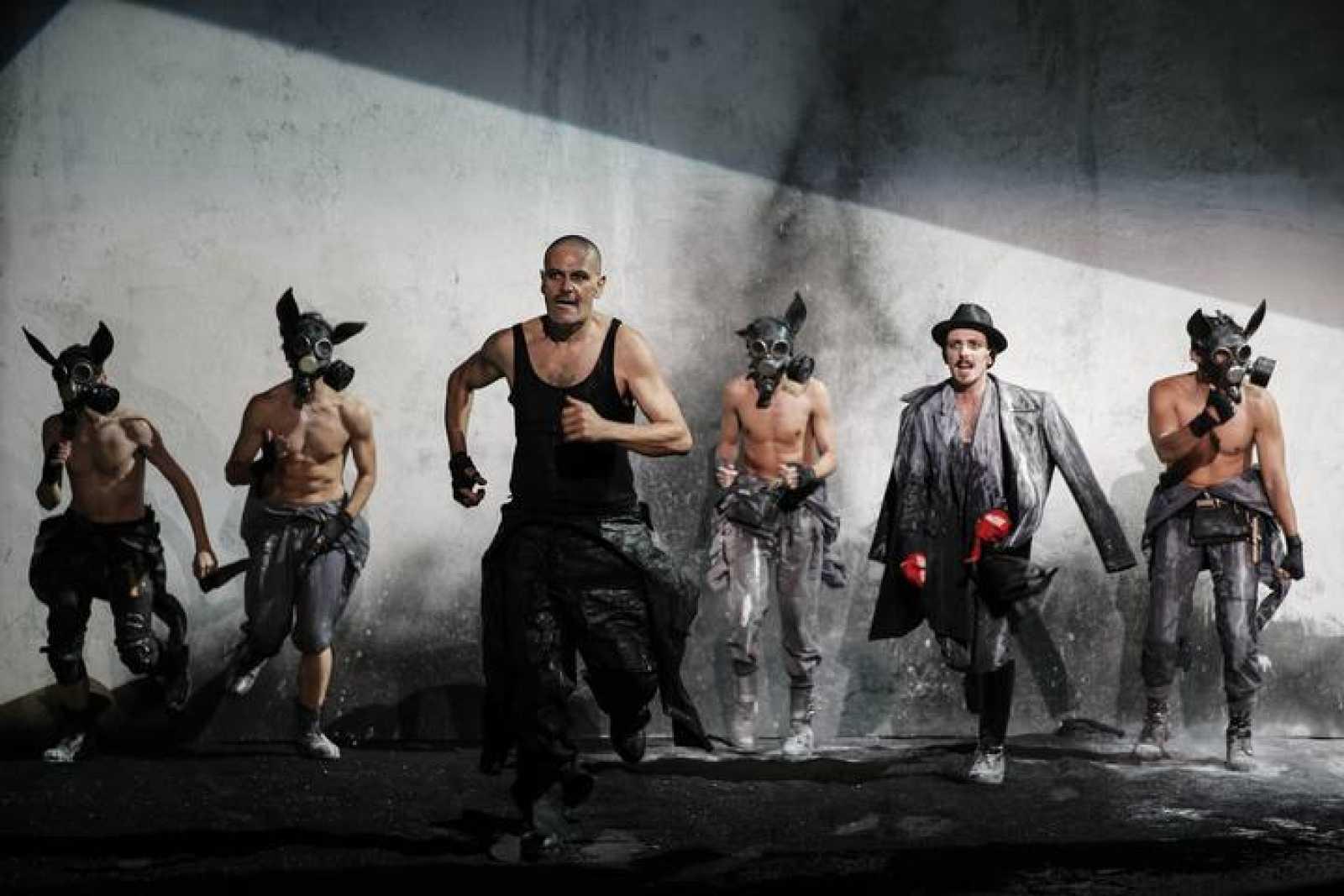 El director esloveno Tomaž Pandur adapta en el Centro Dramático Nacional de Madrid, Fausto de J. W, Goethe.