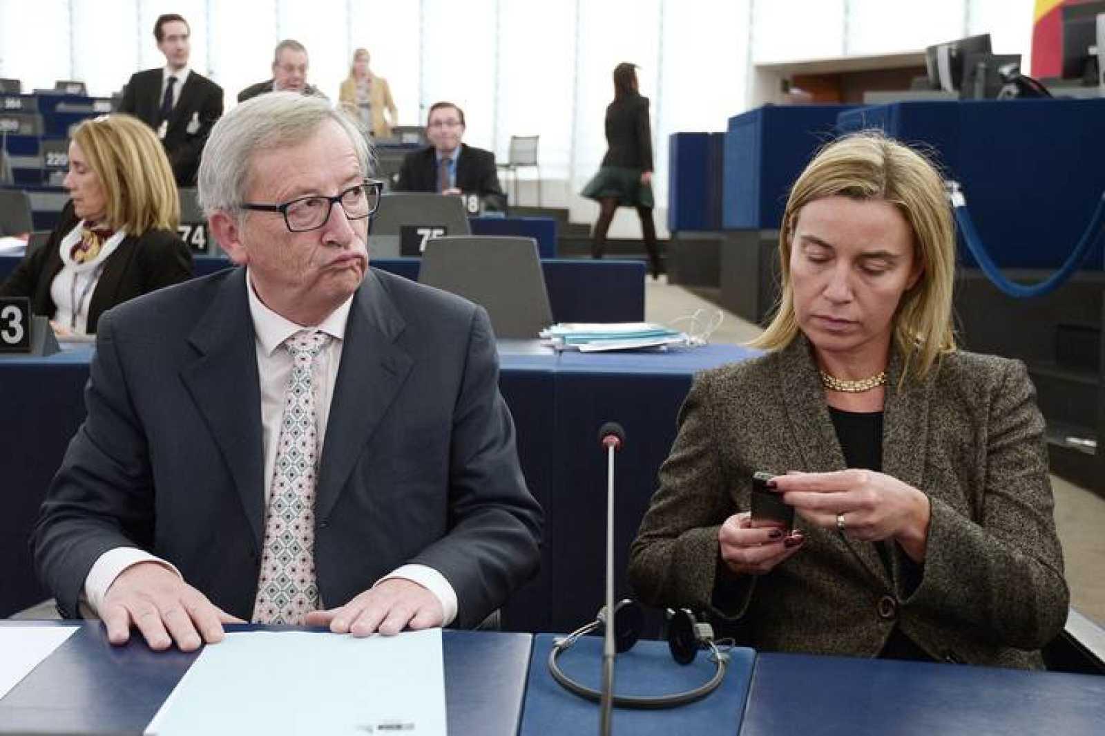 Jean-Claude Juncker y Federica Mogherine en el Parlamento Europeo