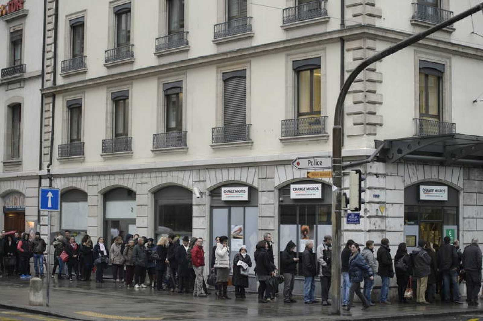 APRECIACIÓN FRANCO SUIZO QUITA EL SUEÑO A MILES DE PERSONAS EN EUROPA CENTRAL