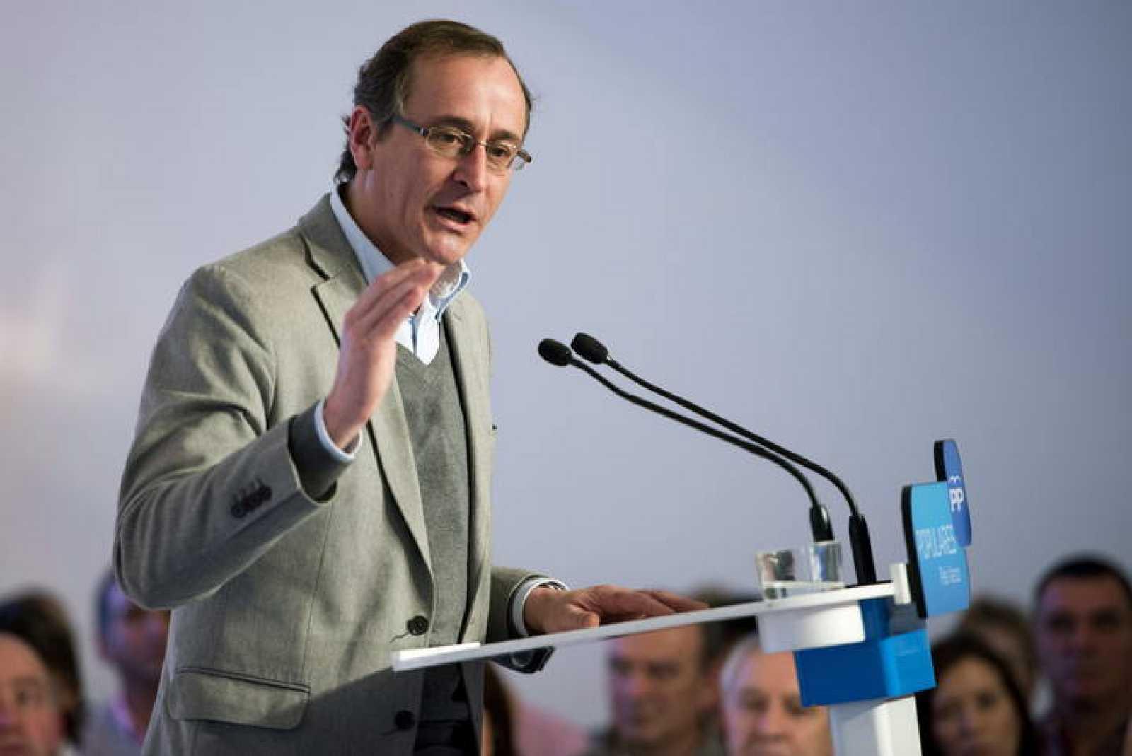 El ministro de Sanidad y presidente del PP de Álava, Alfonso Alonso, en un acto del partido en la capital vitoriana.