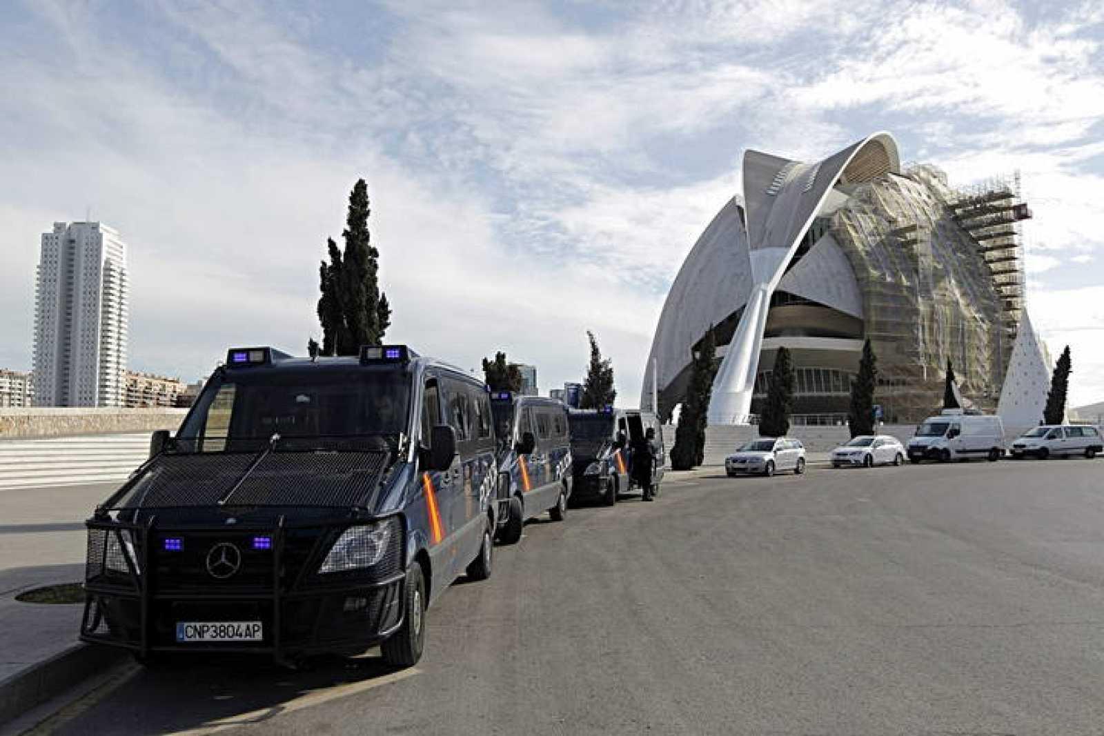 La Policía registra el Palau de les Arts