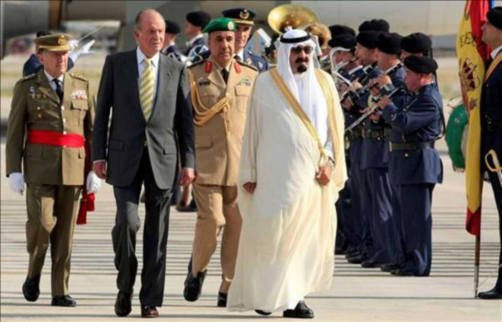 El rey Abdalá de Arabia Saudí con el rey Juan Carlos I de España durante una visita oficial.