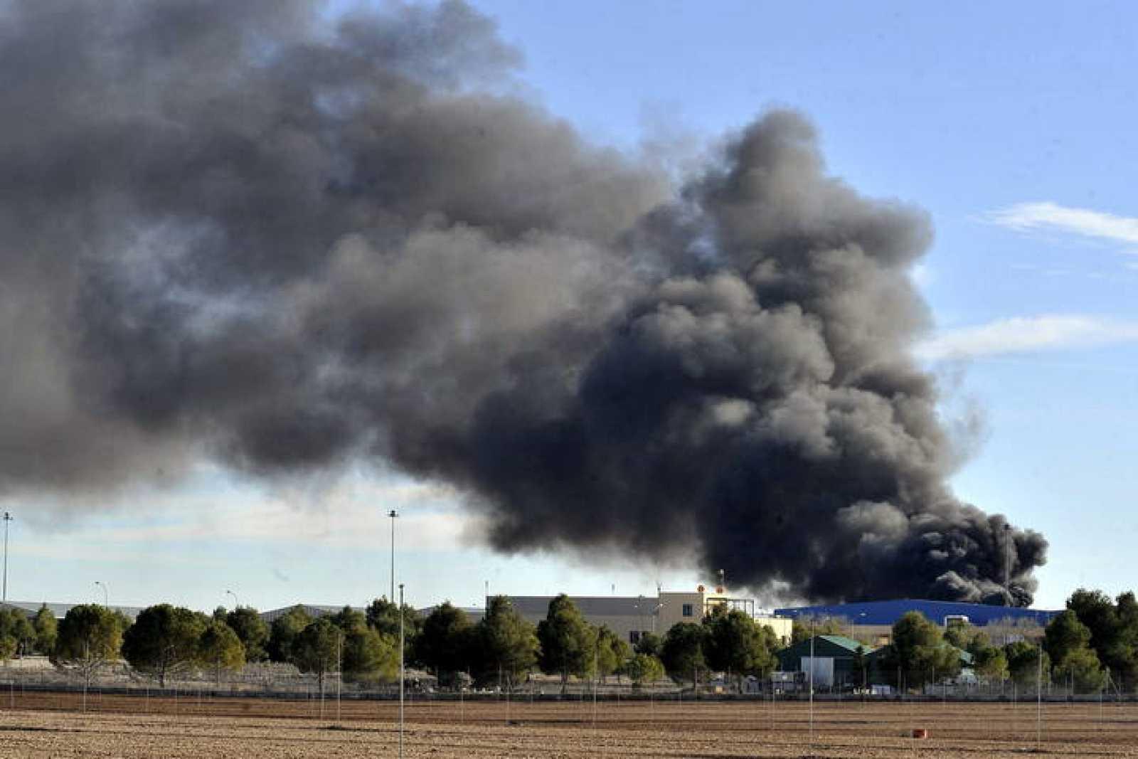 Imagen del accidente de un F-16 griego en la base aérea de Los Llanos (Albacete), en el que han muerto diez personas y han resultado heridas otras 13.