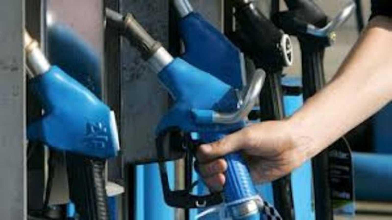 Surtidor de gasolina en una estación de servicio