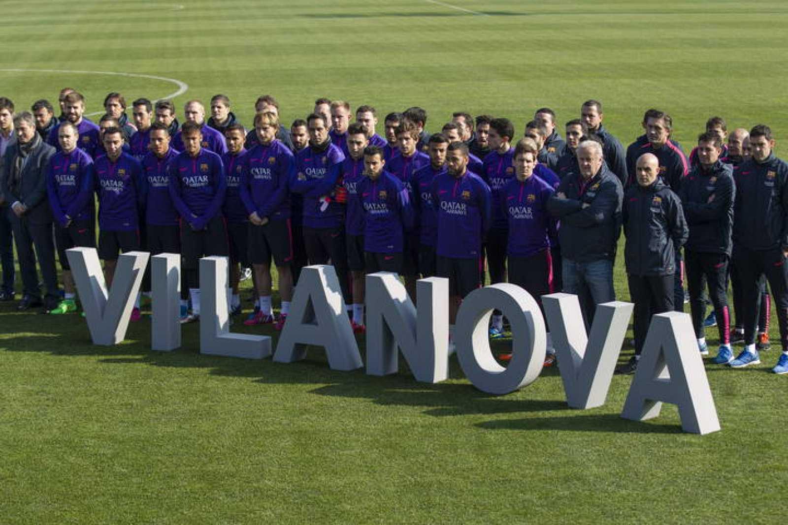 Foto de familia del FC Barcelona durante el acto de cambio de nombre del campo número uno de la Ciudad Deportiva de Sant Joan Despí