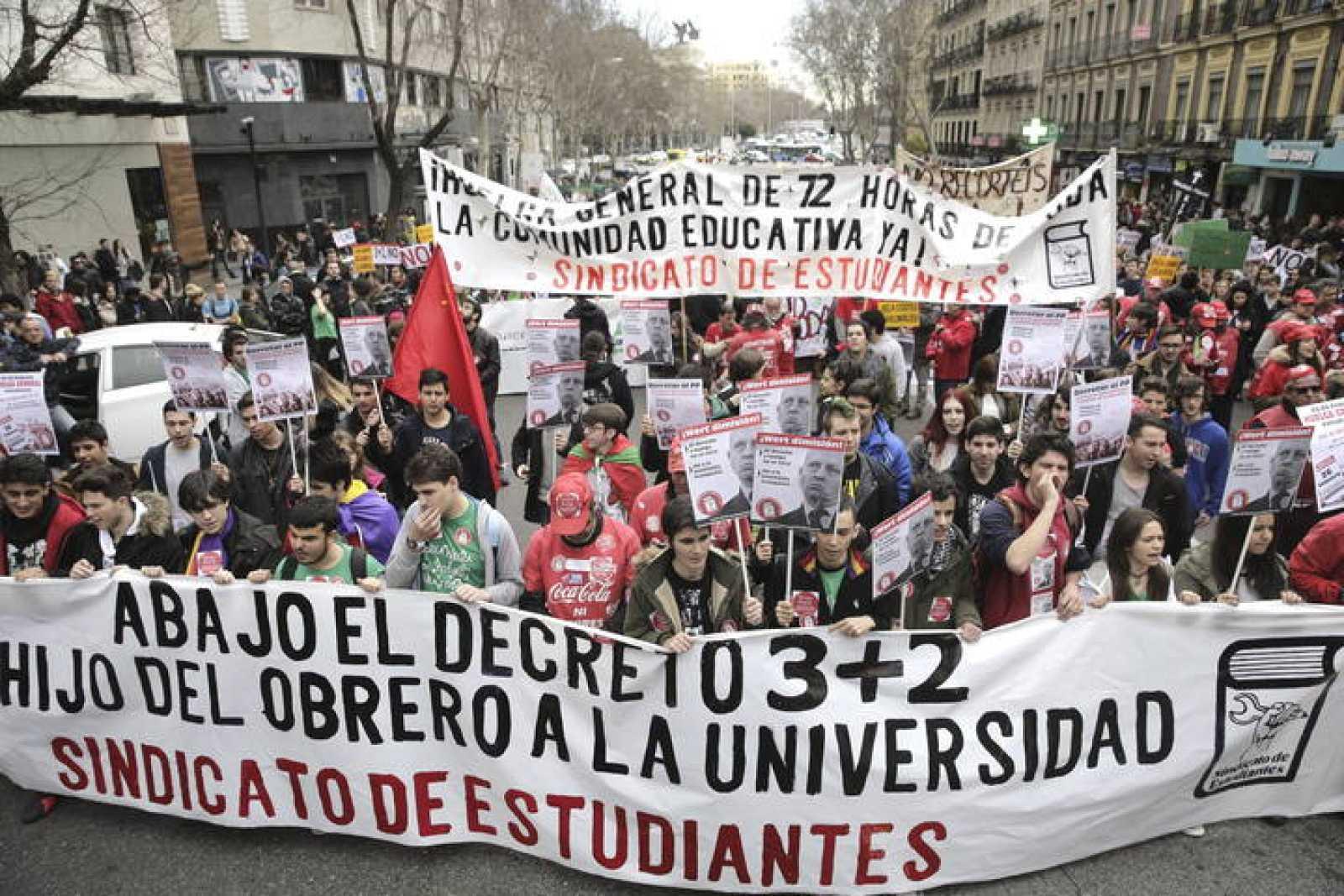 """LOS ESTUDIANTES SE MANIFIESTAN EN MADRID BAJO EL LEMA """"ABAJO EL DECRETO 3+2"""""""
