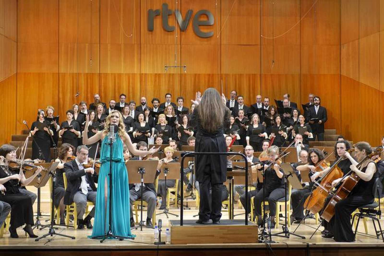 Edurne con la Orquesta y Coro de RTVE