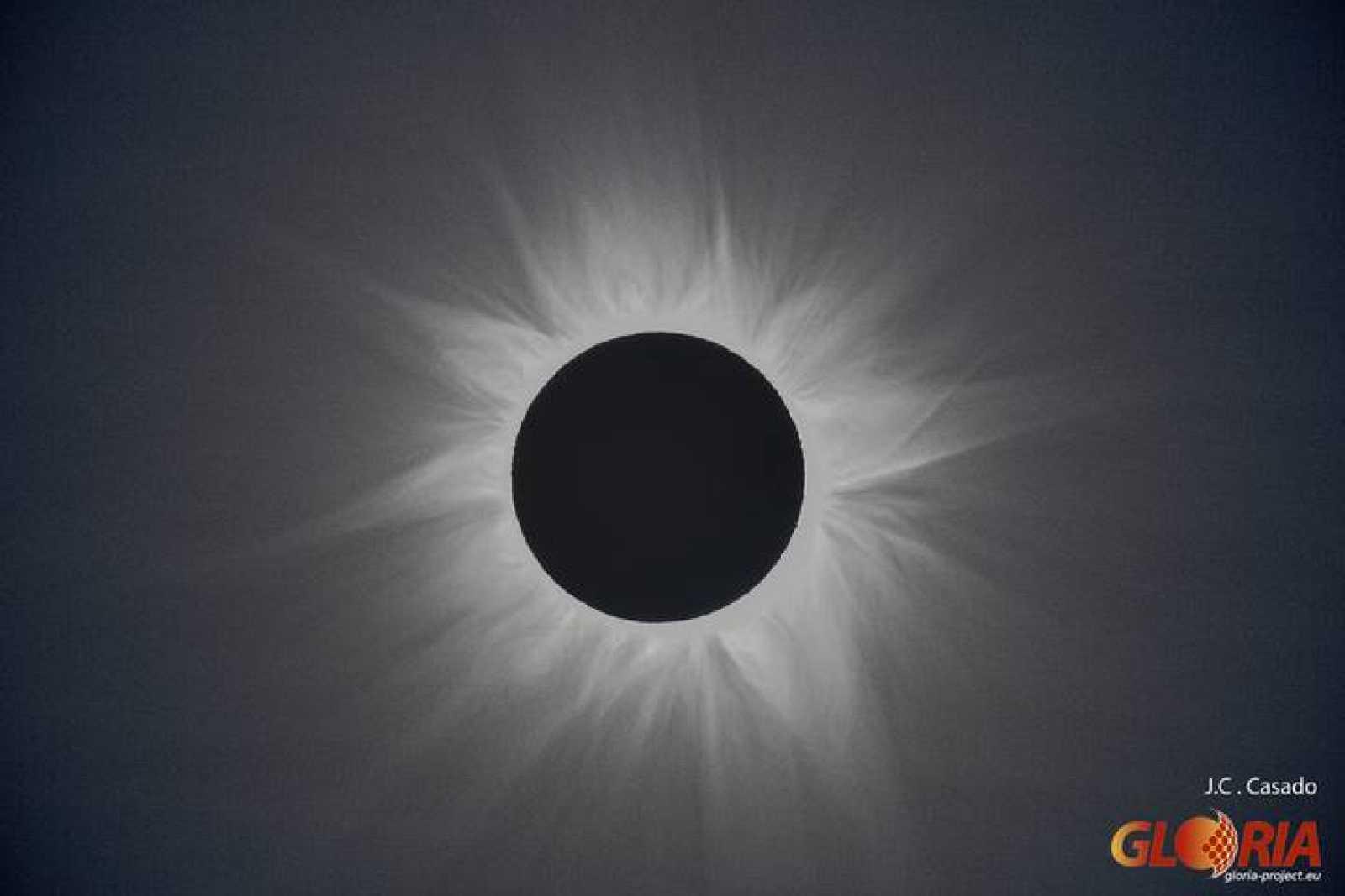Corona solar observada desde el Outback Australiano (Bob's Lookup, Queensland, Australia) el 14 de noviembre de 2012.