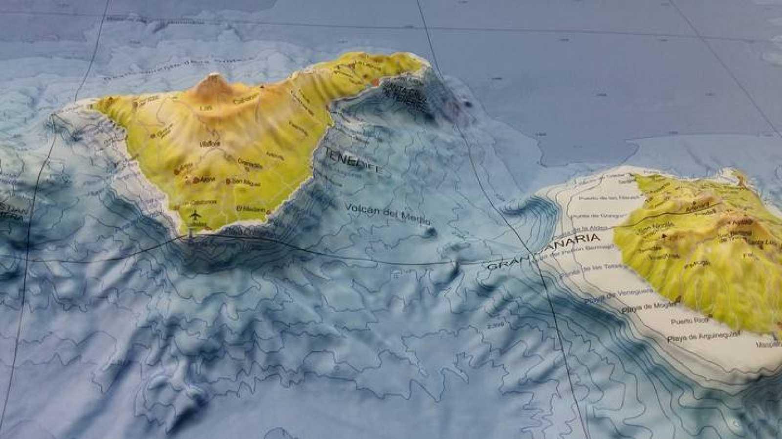 El volcán del Medio se encuentra entre Tenerife y Gran Canaria.