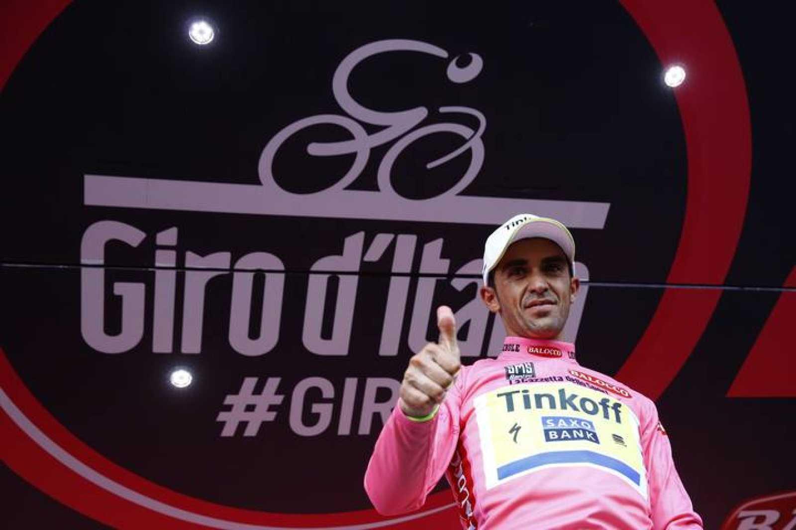 Imagen de Alberto Contador en el podio de la quinta etapa del Giro de Italia.