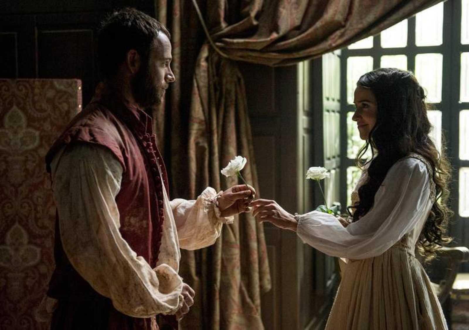 Macarena García y Carles Francino son la pareja protagonista de 'La española inglesa'