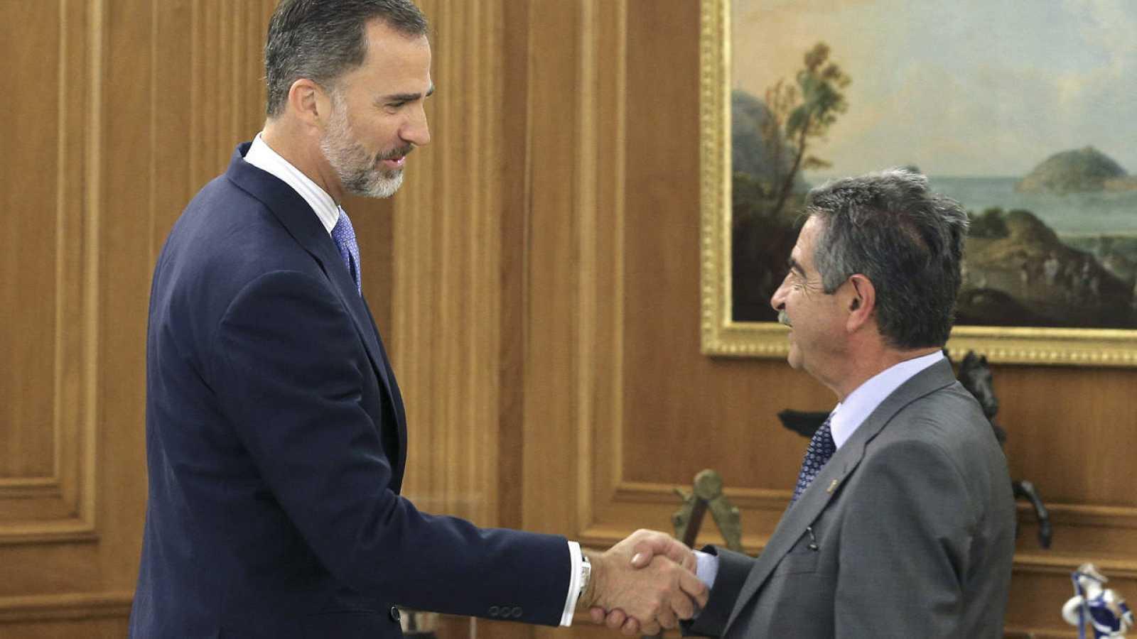 El rey Felipe VI ha recibido en la Zarzuela al presidente cántabro Miguel Ángel Revilla