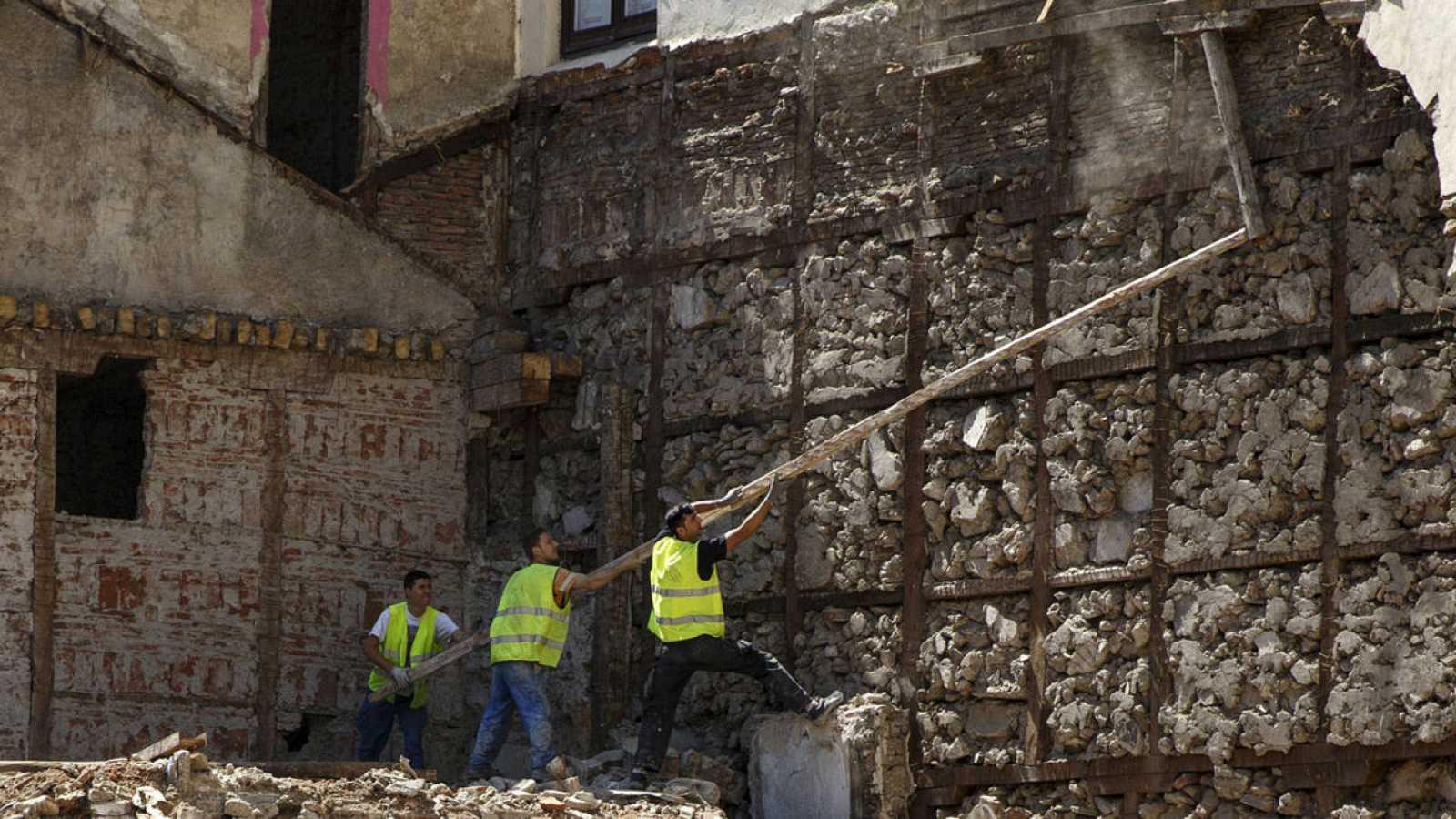Imagen de unos obreros trabajando en Madrid