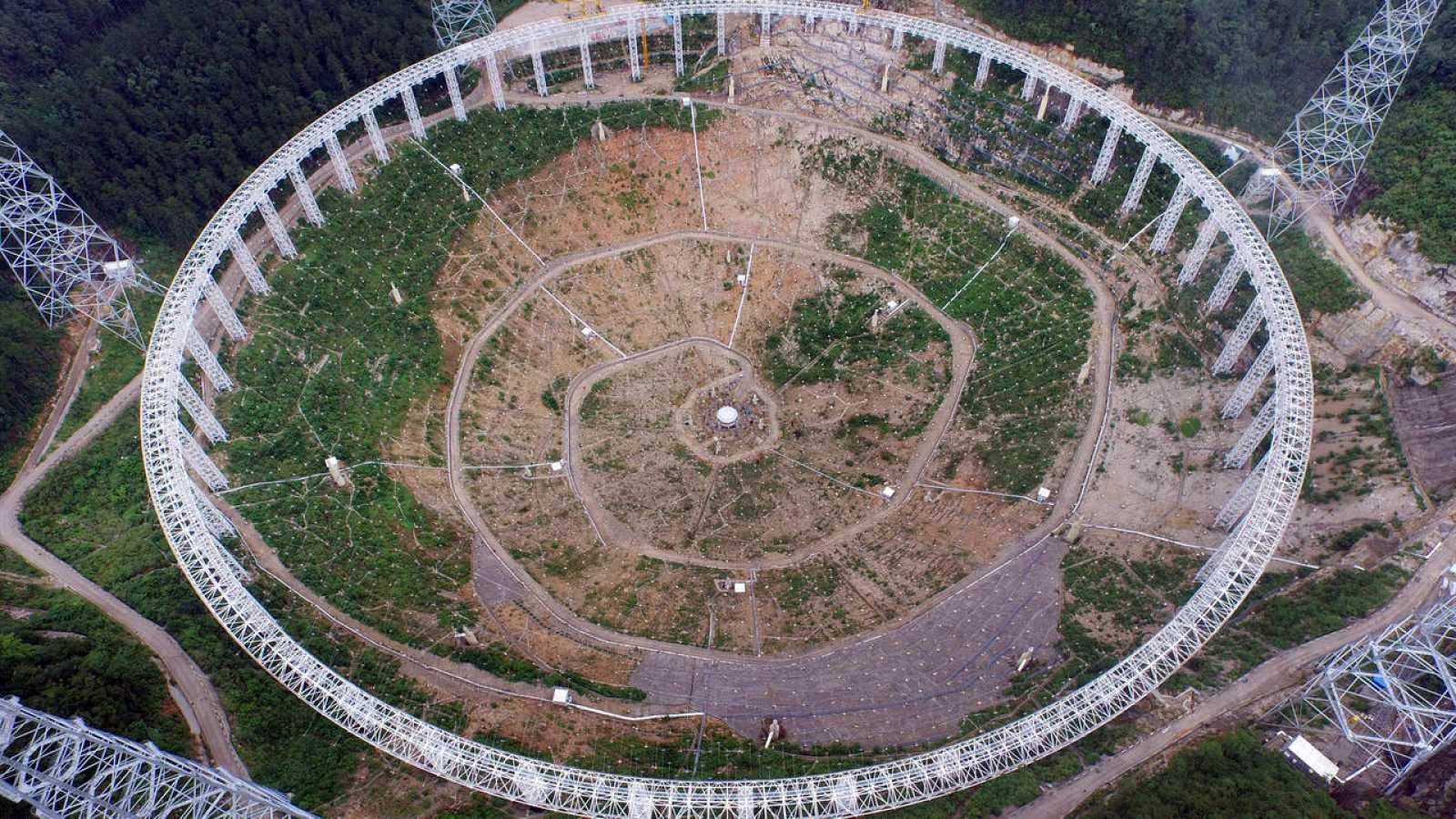 El radiotelescopio esférico de China tiene 500 metros y es el más grande del mundo
