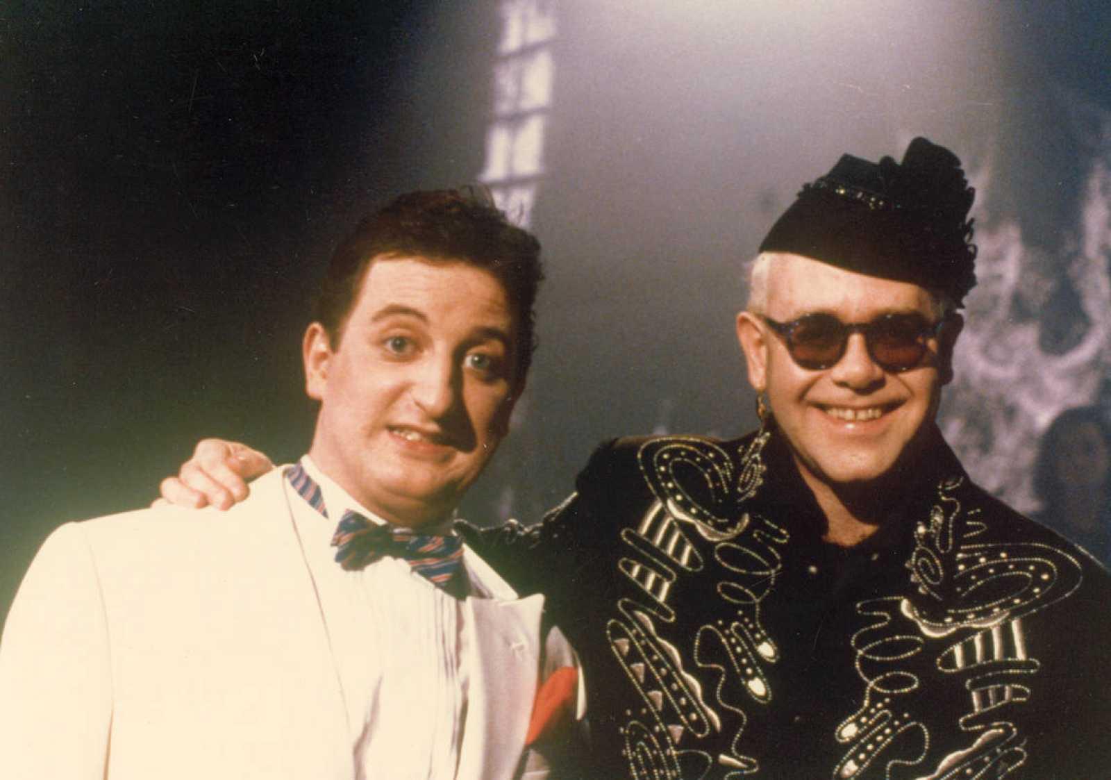 Javier Gurruchaga junto con Elton John
