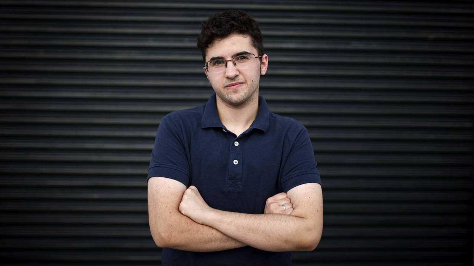 Álex Salinas, el joven transexual al que la Iglesia no ha permitido ser padrino de bautizo de su sobrino.