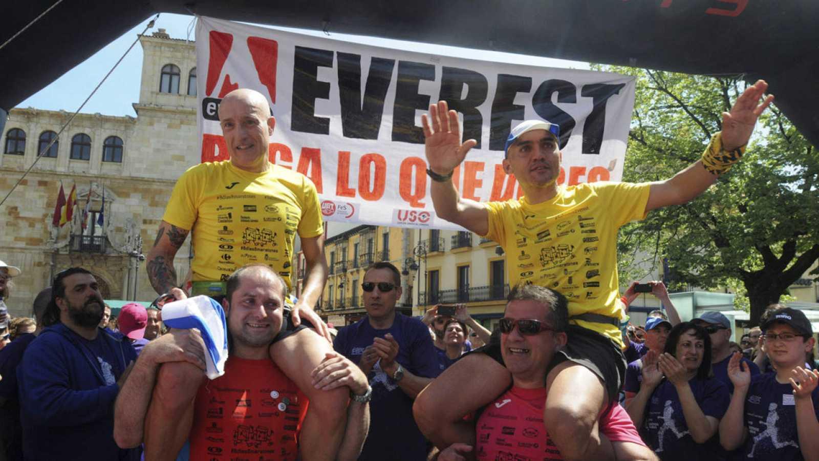 Dos empleados de Everest, tras correr ocho maratones en ocho días, en protesta por el conflicto laboral