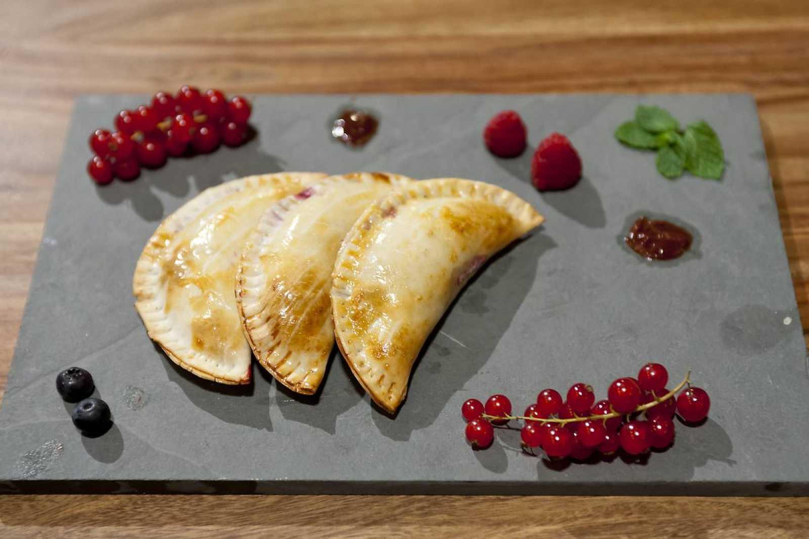Empanadillas de chocolate y frutos rojos