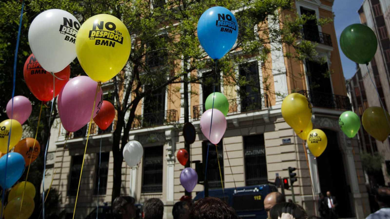 Protesta ante la sede de BMN en Madrid