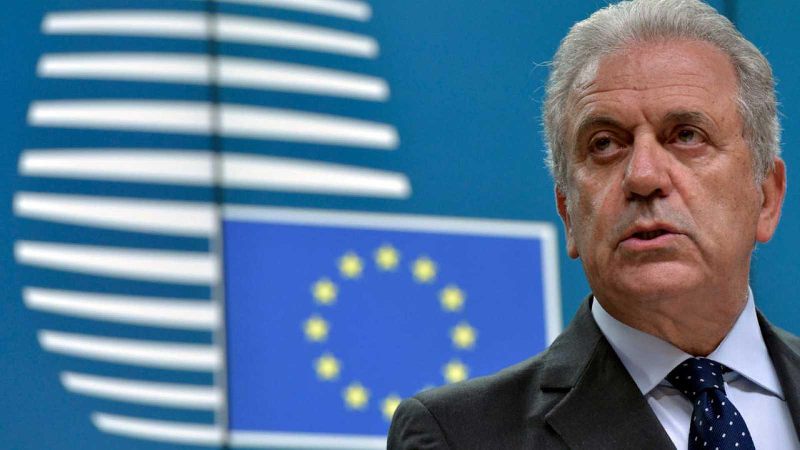 El comisario europeo para las Migraciones, Dimitris Avramopoulo, durante la rueda de prensa posterior a la reunión en Bruselas.
