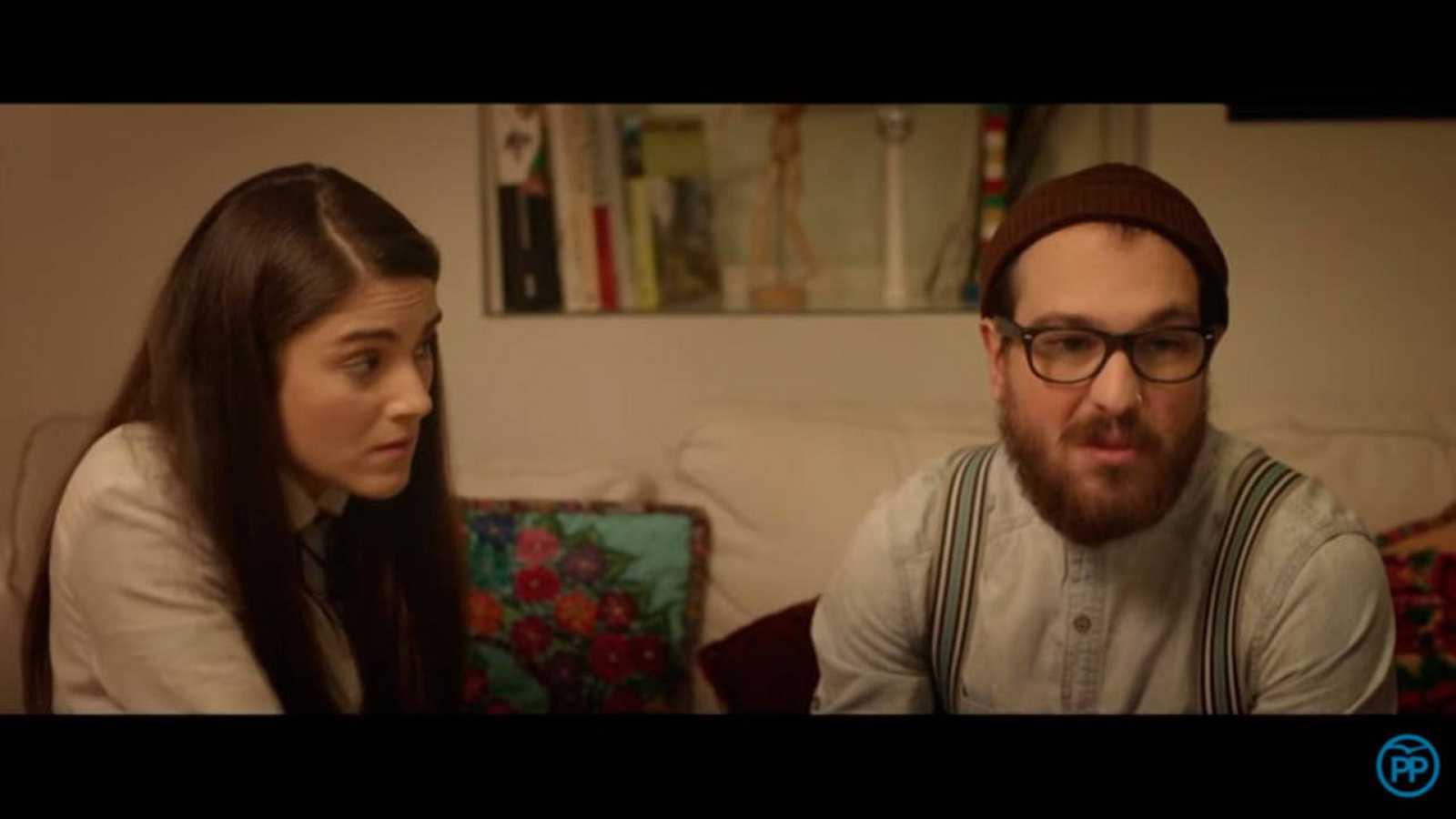Raúl es el protagonista 'hipster' del nuevo vídeo electoral del PP