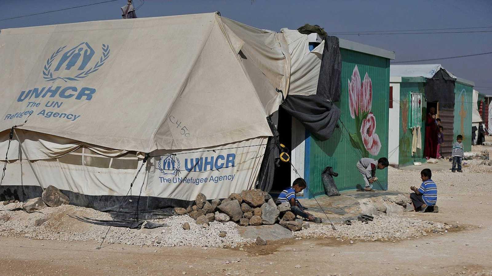 Refugiados sirios en el campo de Al Zaatari, cerca de la ciudad de Mafraq, en Jordania, el 29 de noviembre de 2015. REUTERS/Muhammad Hamed