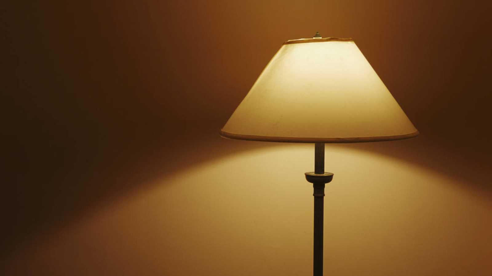 Una lámpara encendida