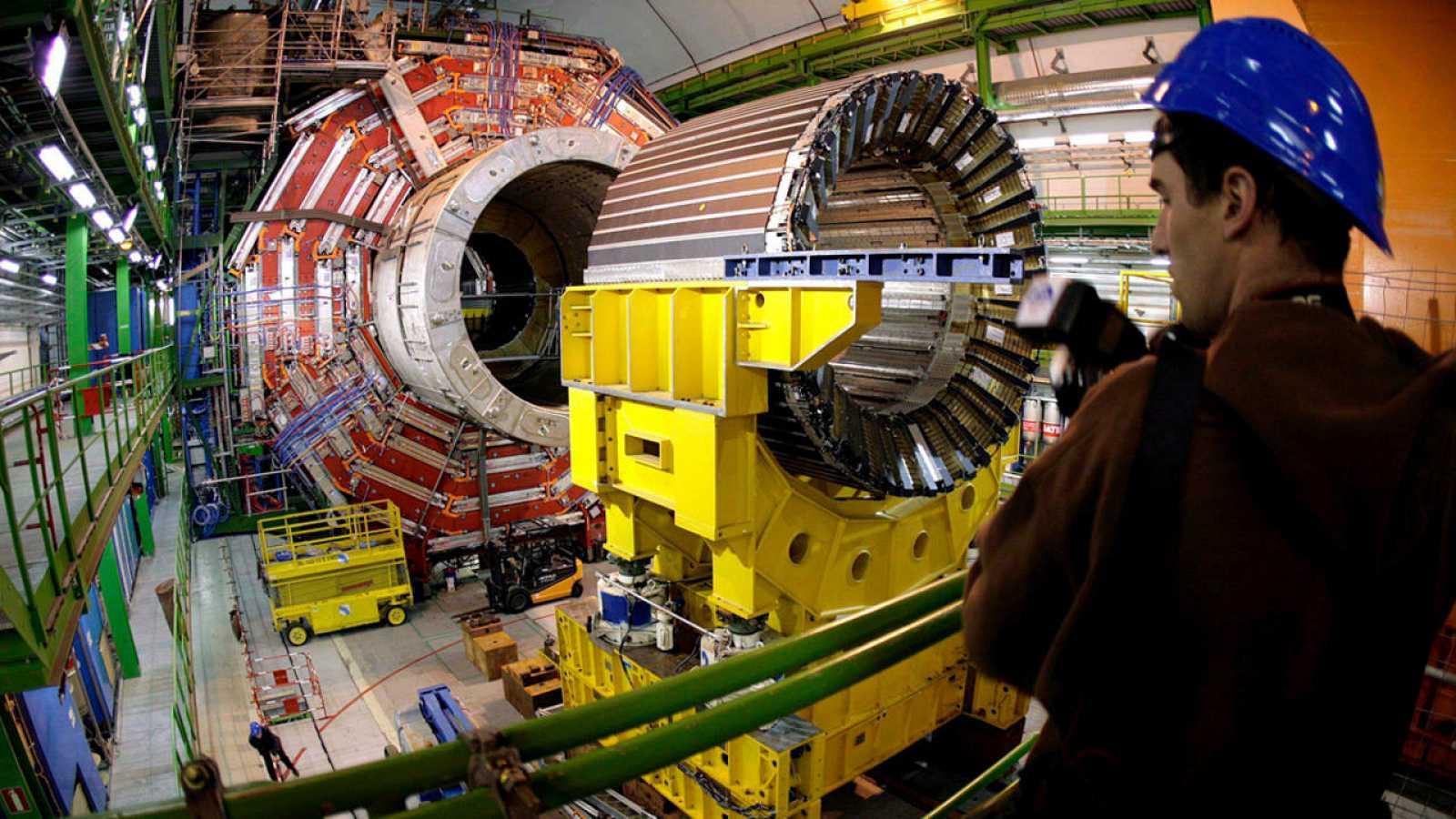El Gran Colisionador de Hadrones (LHC) puede deparar grandes sorpresas en 2016.