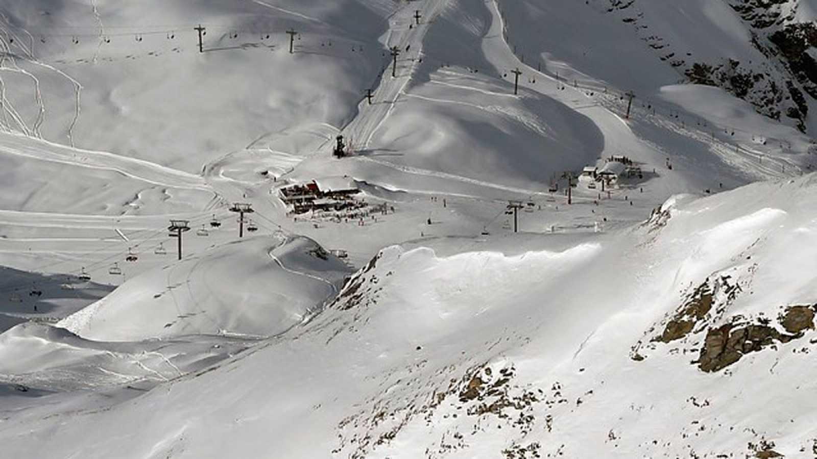 Al menos dos muertos tras arrollar un alud en los Alpes a un grupo de estudiantes