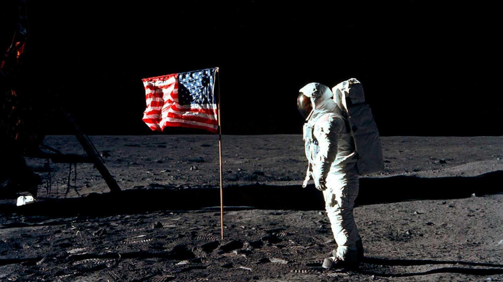 La teoría de que la llegada a la Luna de 1969 fue un engaño necesitaría al menos el silencio de los 411.000 empleados de la NASA.