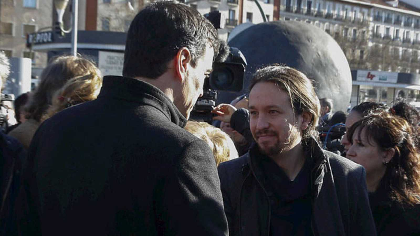 Pedro Sánchez y Pablo Iglesias se saludan en los actos de homenaje en el 12º aniversario de los atentados del 11M.