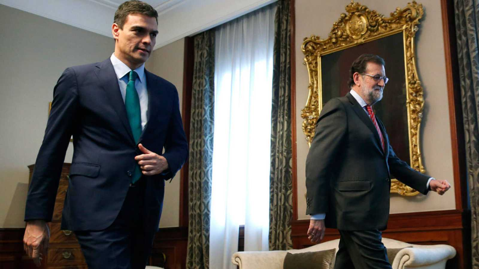 Mariano Rajoy y Pedro Sánchez, antes de la reunión entre ambos en el Congreso el 12 de febrero