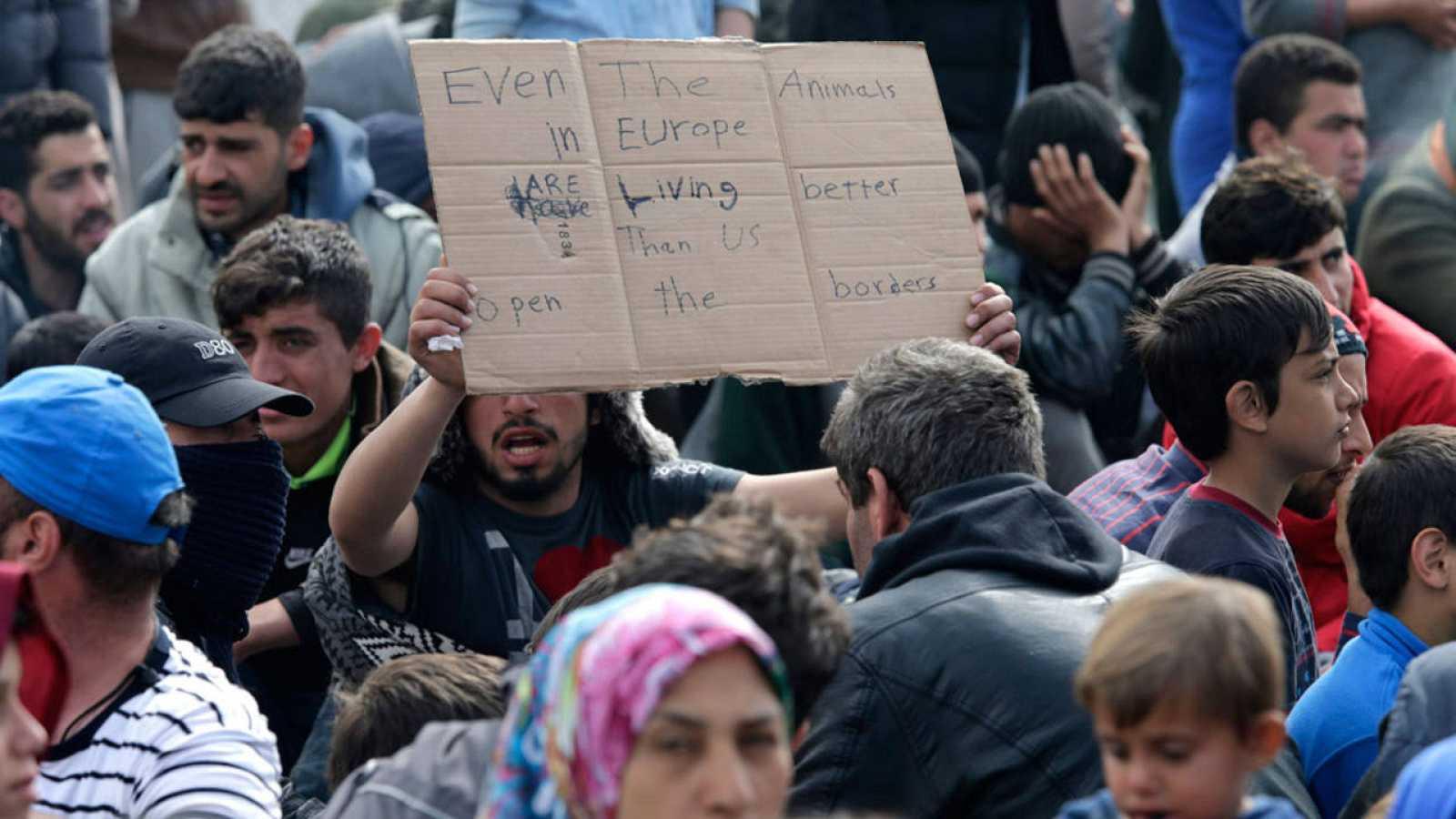 Refugiados en la frontera griego-macedonia cerca de la localidad helena de Idomeni.
