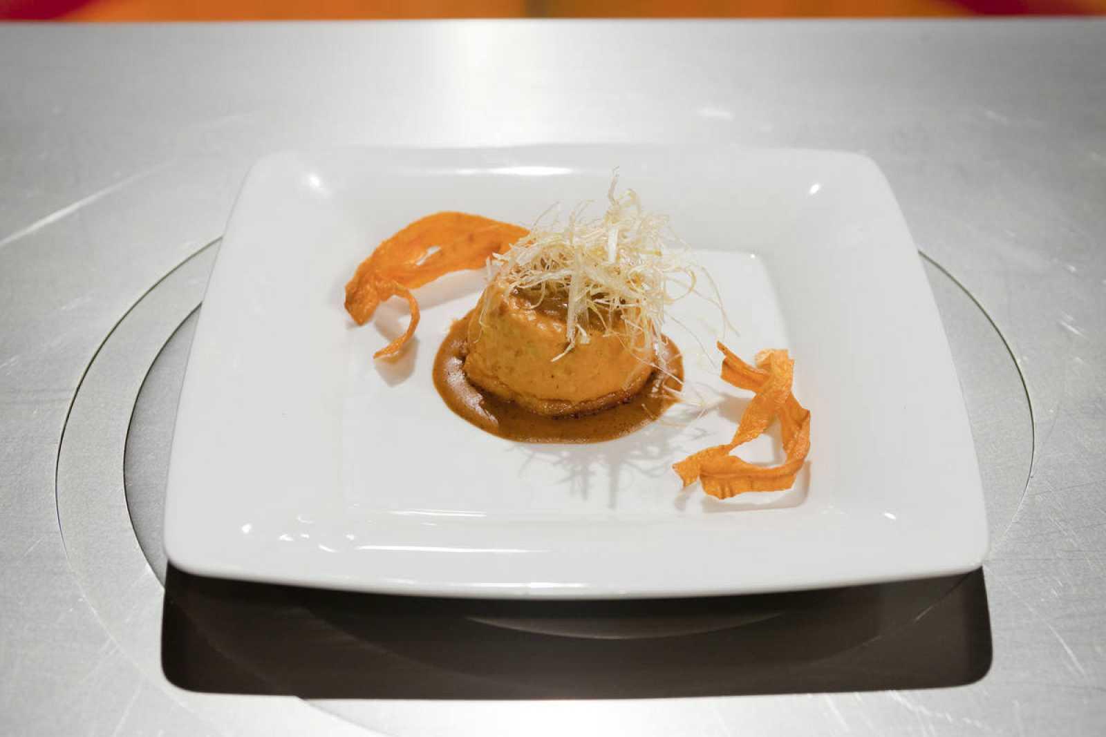 Pudding de cabracho con salsa de erizos de mar