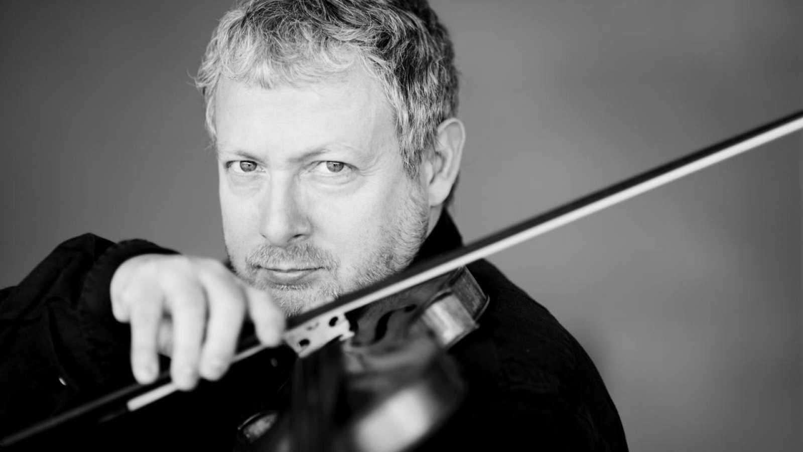 El violinista y director italiano Fabio Biondi