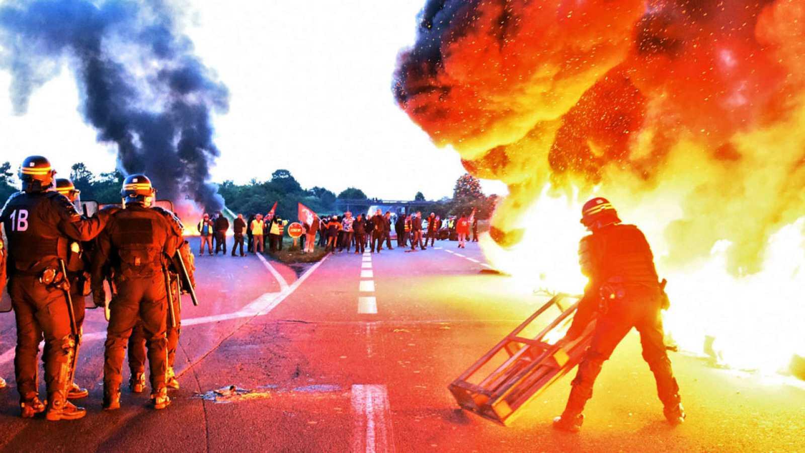 Los antidisturbios se preparan para levantar el bloqueo de una refinería francesa