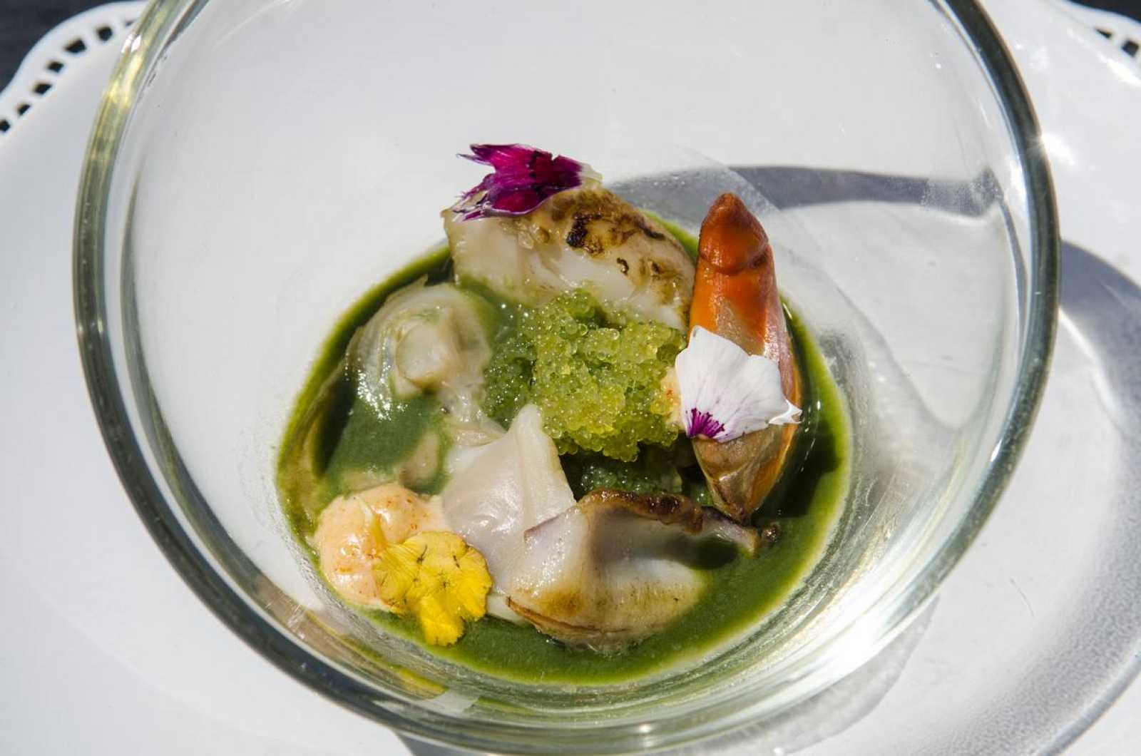 Sopa de pescados y mariscos especiada
