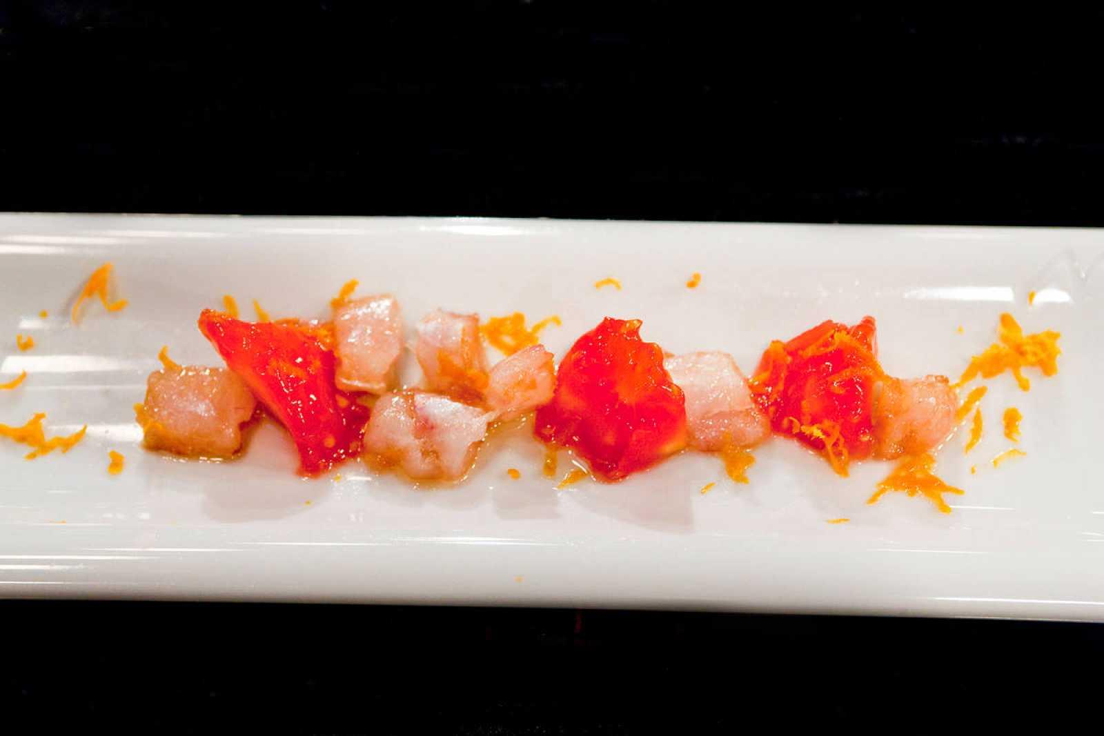 Sable ahumado con aroma de cítricos y caviar rojo
