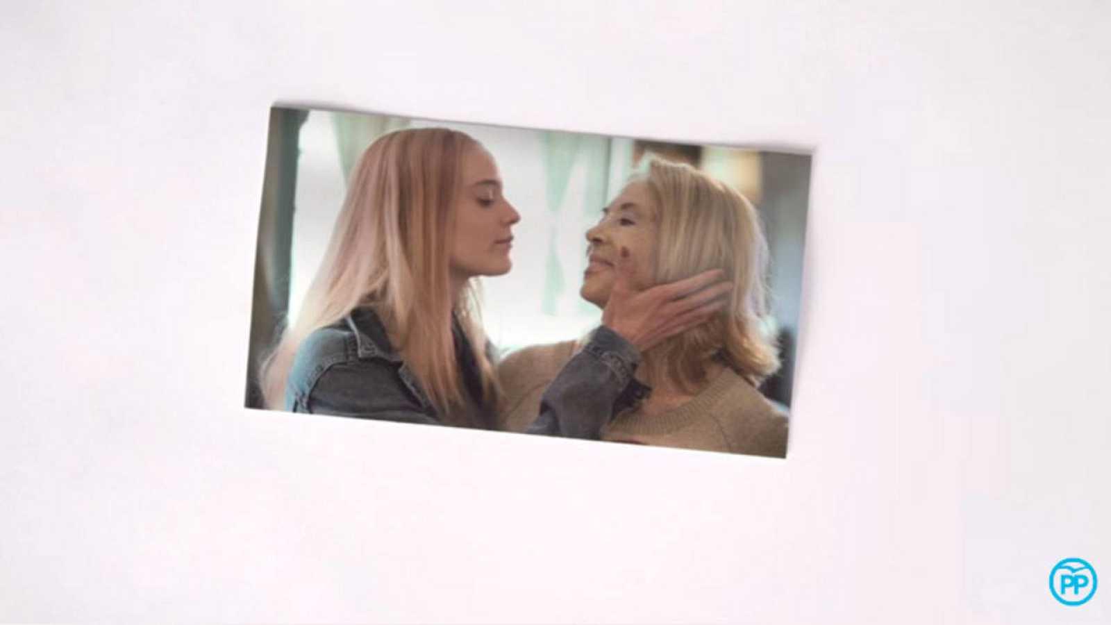 Imagen del nuevo vídeo electoral del PP sobre abuelas que votan a Rajoy