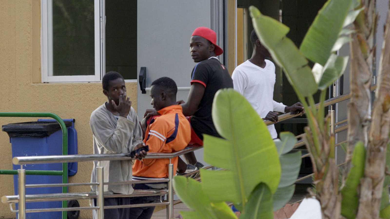 Decenas de inmigrantes llega al CETI de Melilla tras saltar la valla