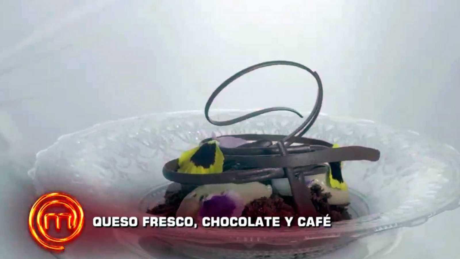 Postre de queso, café y chocolate