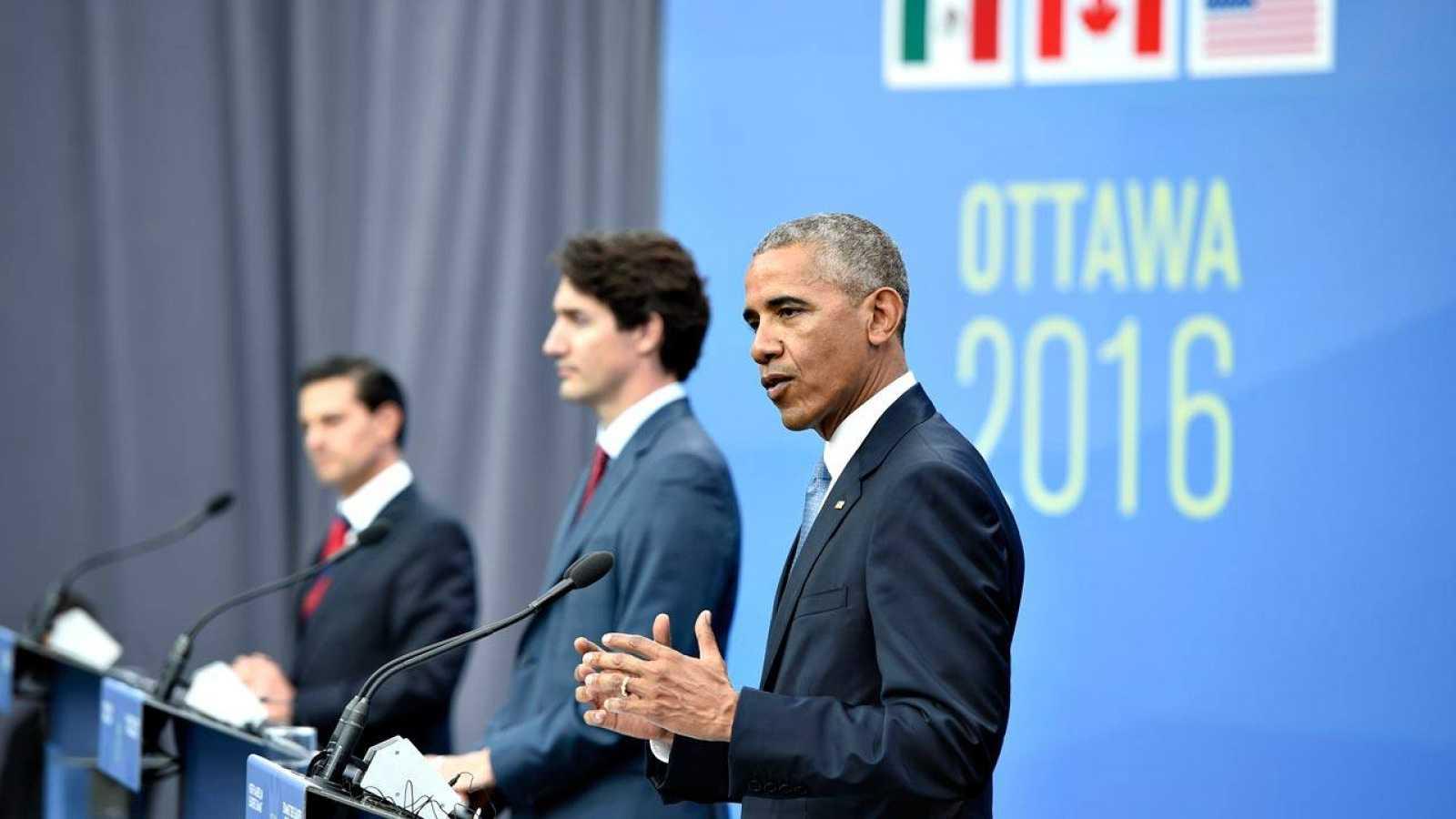 El presidente de Estados Unidos, Barack Obama, en la rueda de prensa que ha ofrecido junto a su homólogos de Canadá, Justin Trudeau, y México, Enrique Peña Nieto